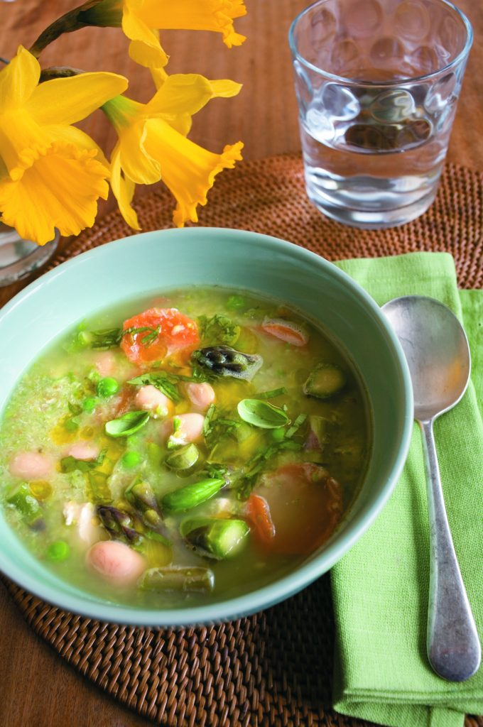 Spring broth of chicken and asparagus with basil sauce