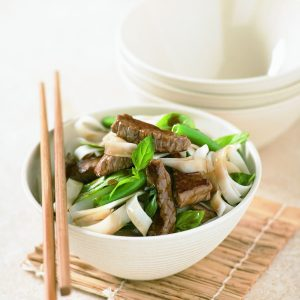 Stir-fried beef and beans with noodles