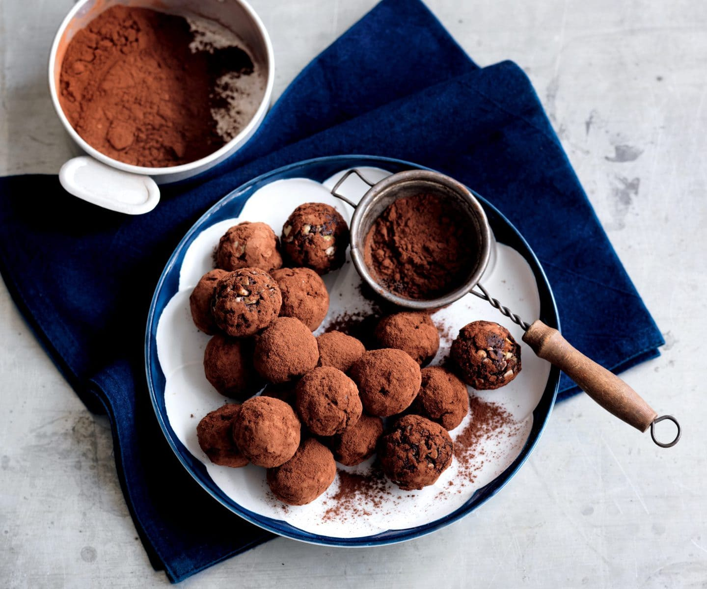 Chocolate, date and fig truffles