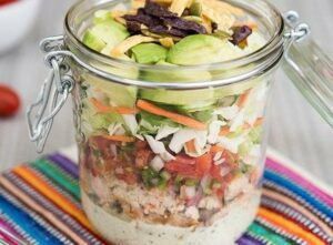 Chopped salad kit with chicken and salsa