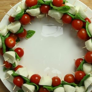 How to make: Caprese salad Christmas wreaths