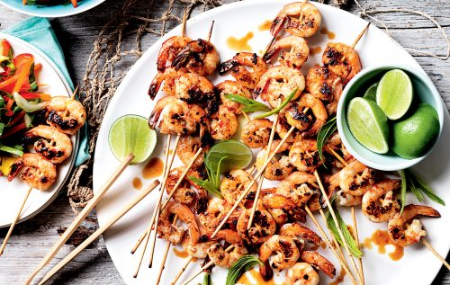 Chilli prawn skewers with mango and mint salad
