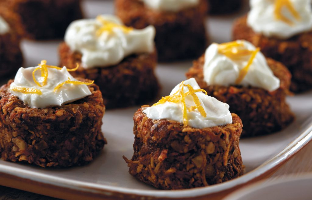 Mini raw carrot cakes