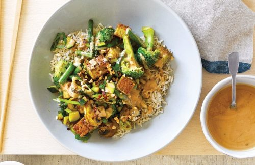 Vege stir-fry with ginger and spicy peanut sauce