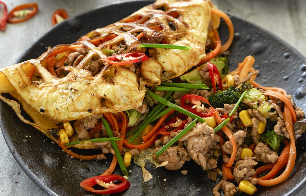 Egg net omelette with spicy pork and veges