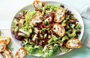 Summer salad with goat's cheese croutons