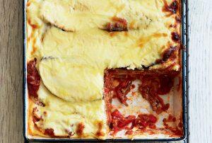 Pork lasagne with yoghurt sauce
