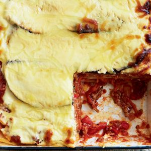 Pork lasagne with yoghurt sauce