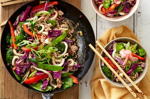 Stir-fried udon with pork and veges
