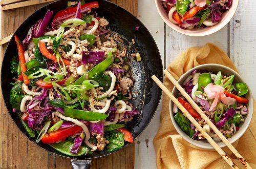 Stir-fried udon with pork and veges