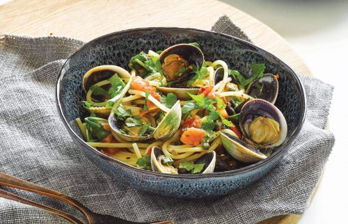 Spaghetti with clams and olives