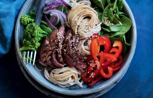 Noodles with sliced beef, capsicum, red onion, broccoli and spinach