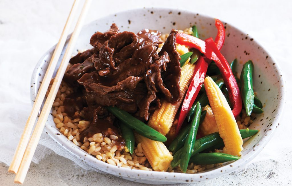 Garlic and pepper steak stir-fry with brown rice
