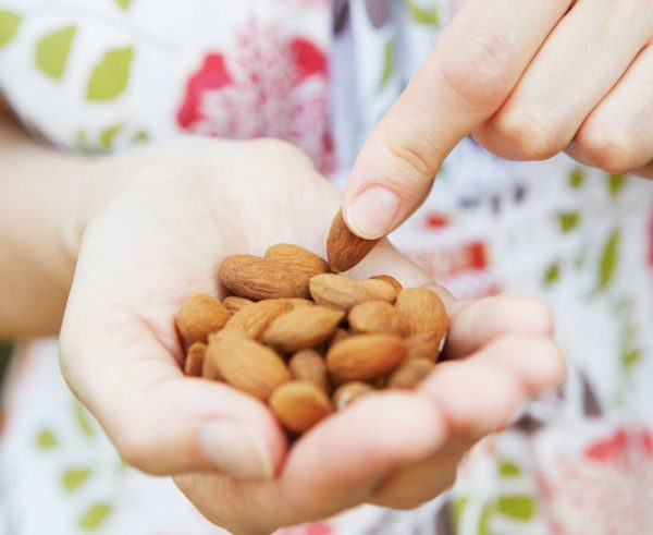 5 ways to snack mindfully