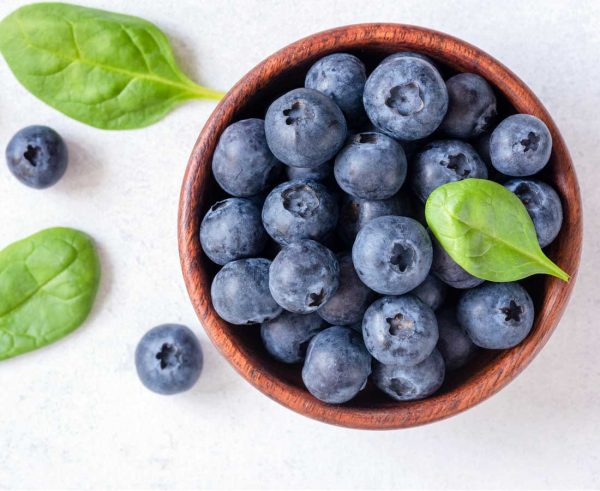 7 foods that boost immunity (plus those that fight it)