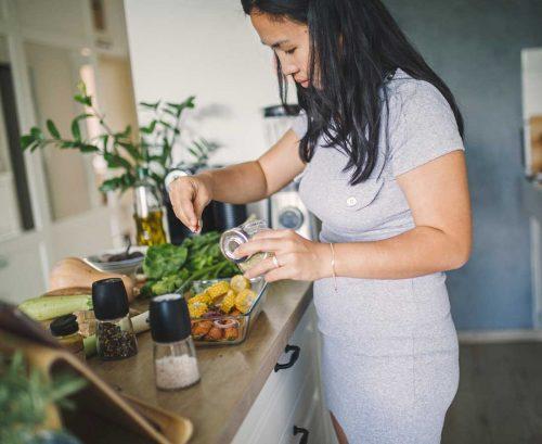 Woman preparing health vegetables in kitchen