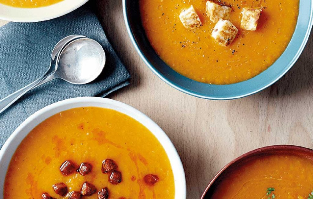 Low-carb roasted red pepper and squash soup