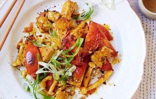Tofu, tomato, mushroom and spring onion scramble