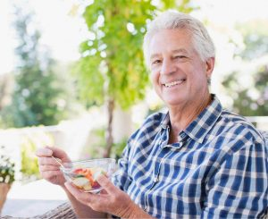 Man eating a healthy meal