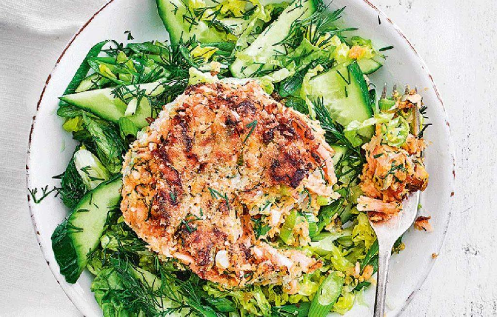 Smoked salmon and sweet potato cakes with green salad