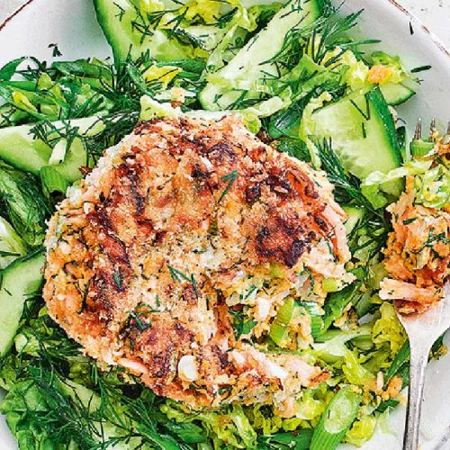 Smoked salmon and sweet potato cakes with green salad
